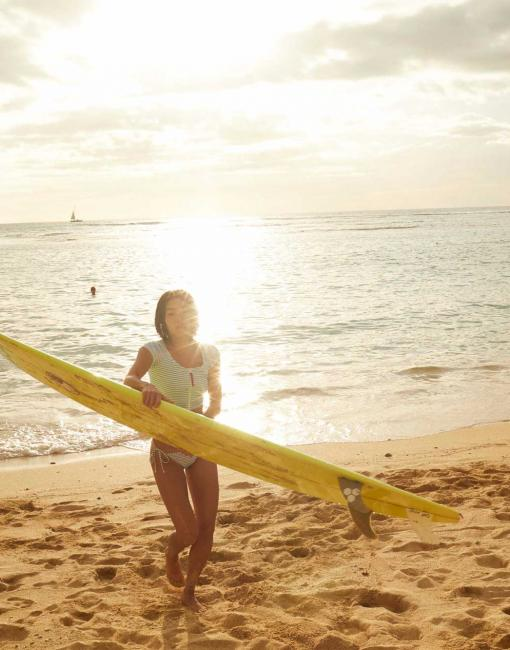A sunny day surfing in Oahu