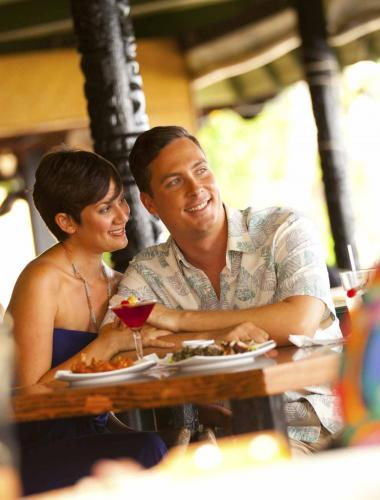 A romantic dinner and cocktails at a Molokai restaurant