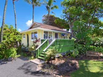 Hale Iki Cottage - One bedroom, one full bath, fully equipped home with kitchen & laundry